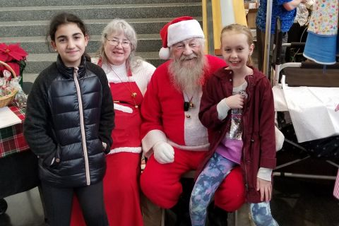 Santa poses with children at the 2019 Procrastinators Holiday Market.