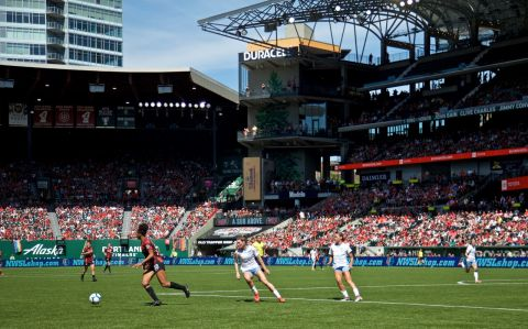 Portland Thorns Keep Eye on The Ball